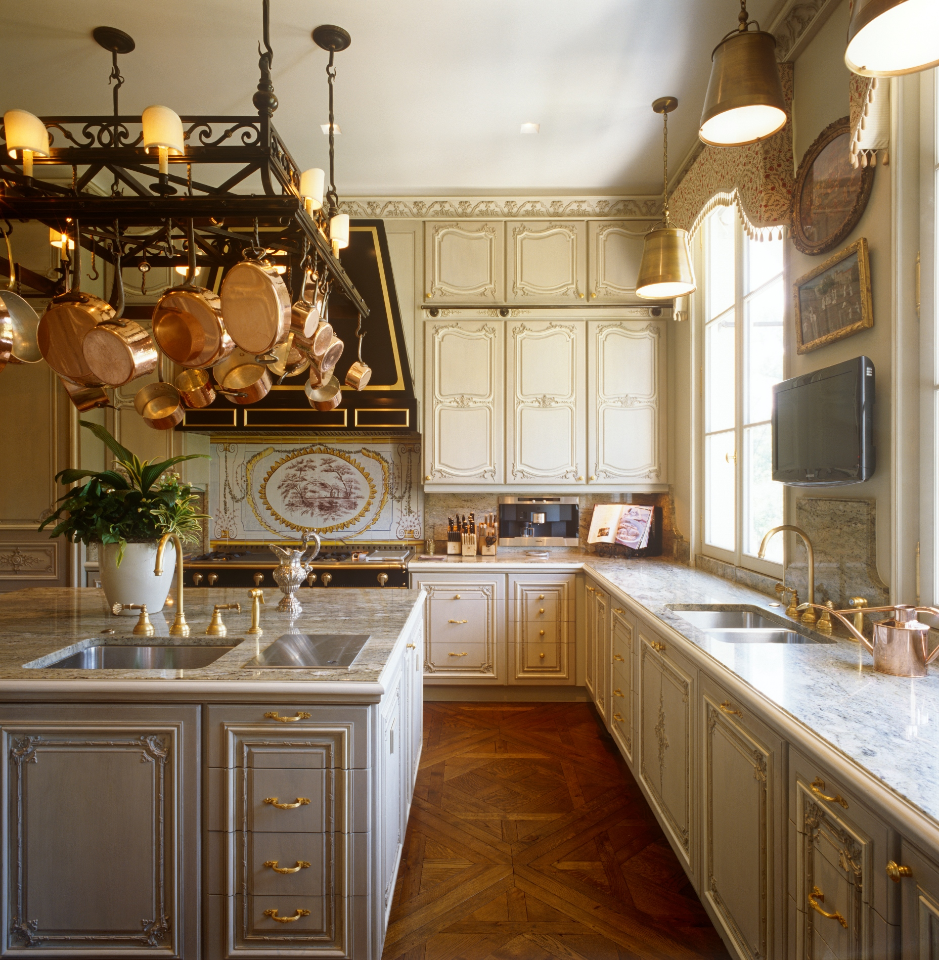 antiques-filled homebrian j. mccarthy | incollect