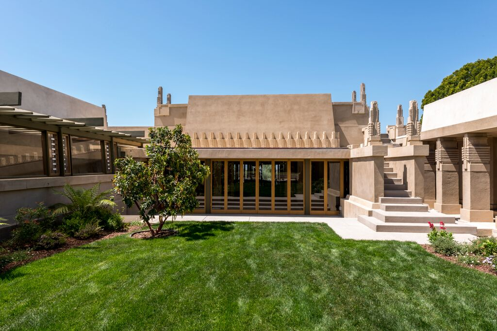 Top 11 frank lloyd wright houses you can tour incollect for Hollyhock house