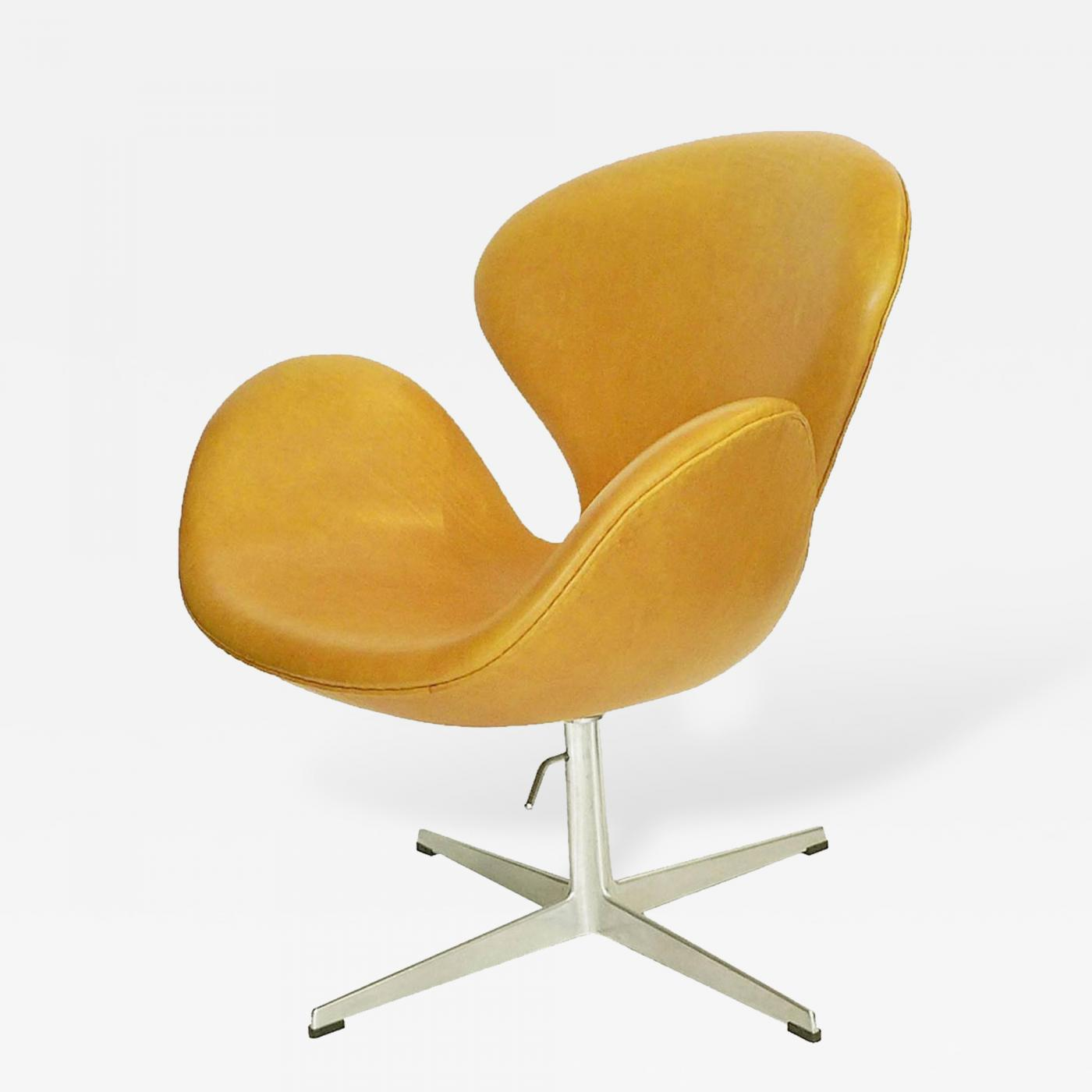 This Rare Adjule Swan Chair Designed By Arne Jacobsen Circa 1958 Was Manufactured Fritz Hansen For A Very Short Time The Upholstery Is Vintage