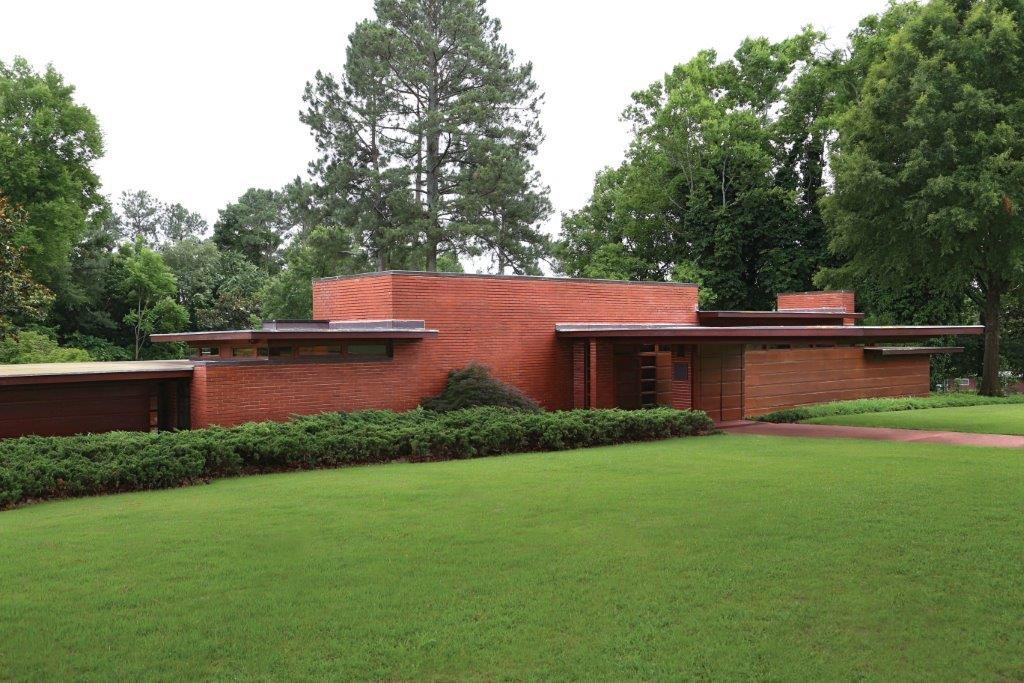 Top 11 frank lloyd wright houses you can tour incollect for Home builders in south alabama